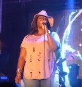 Nikki, Rhonda sings at Club